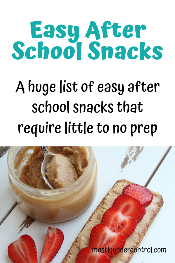 Easy after school snacks - crackers with peanut butter and strawberries